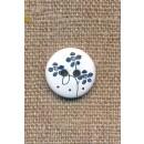 2-huls knap i hvid med blå blomst, 15 mm.
