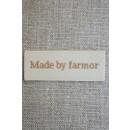 "Beige mærke ""Made by farmor"""