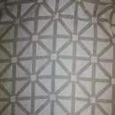 Let gardinstof med firkant-mønster i knækket hvid