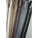 45-50 cm. delbar metal lynlås, 6 mm. antik messing