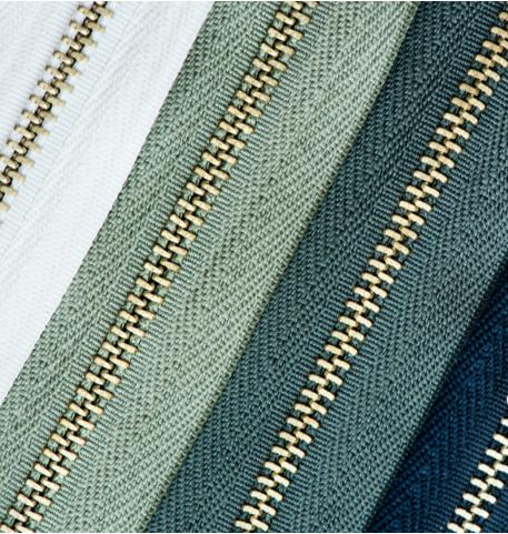 zipper-closeup-P7WPTVE